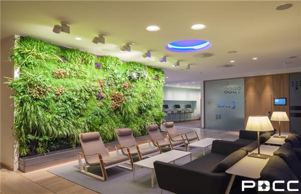 上海办公室装修装饰设计总监给出了以下几点关于墙面